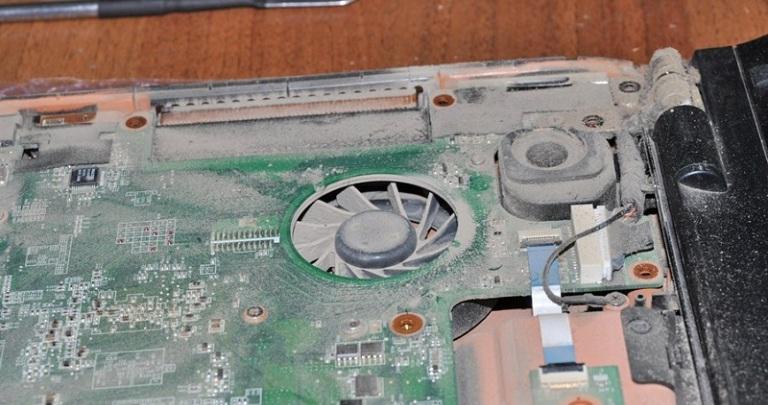 Видеокарта на ноутбуке в пыли